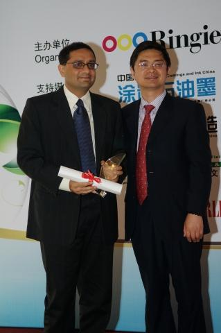 Sanjay Kalhan, Asia-Pacific business manager for Lubrizol Performance Coatings (left) accepts the prestigious award on behalf of Lubrizol.