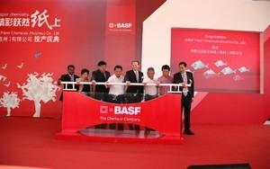 Zheng Daqing, senior vice president, BASF Group and member of Greater China Country Board; Deng Qingzhong, Huizhou vice Mayor;  and Uwe Liebelt, president, BASF Paper Chemicals at the opening ceremony of BASF Paper Chemicals (Huizhou) Co., Ltd.
